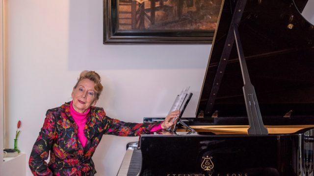 De piano geeft Regina Albrink vreugde